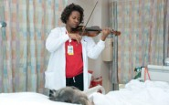 The nurse who serenades her patients