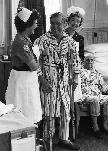 nurse-crutches