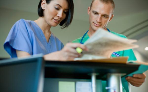 nurses-talking