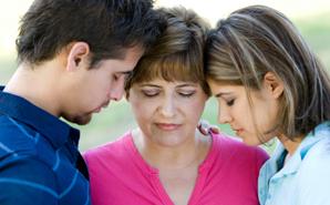 praying-family